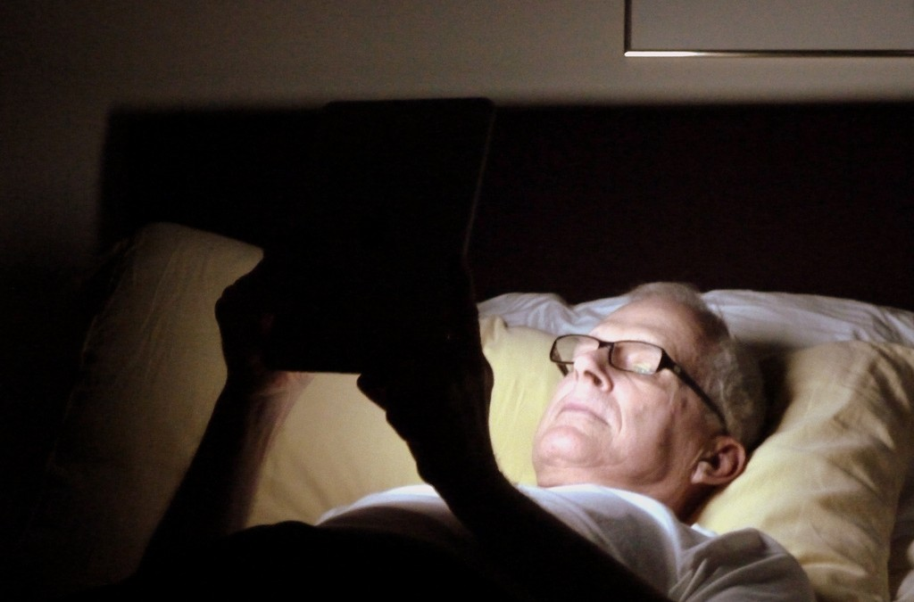 Nighttime-reading-on-iPad-1024x675